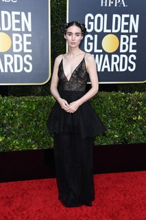 Rooney Mara usa Givenchy