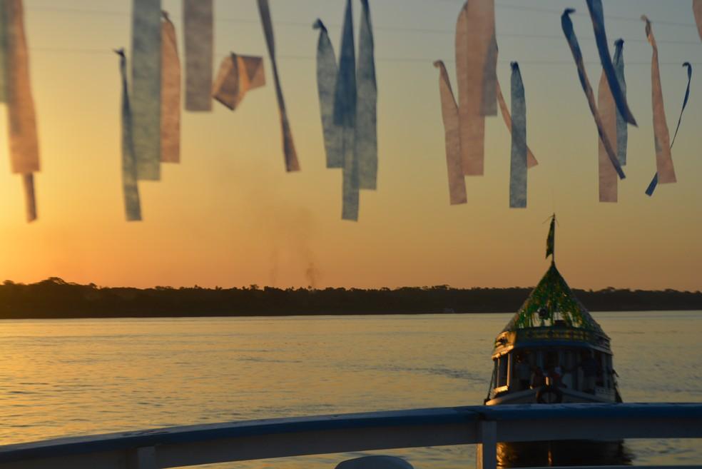 Enfeites colocados pelos fiéis como símbolo da tradicional procissão em Porto Velho.  (Foto: Pedro Bentes/ G1)