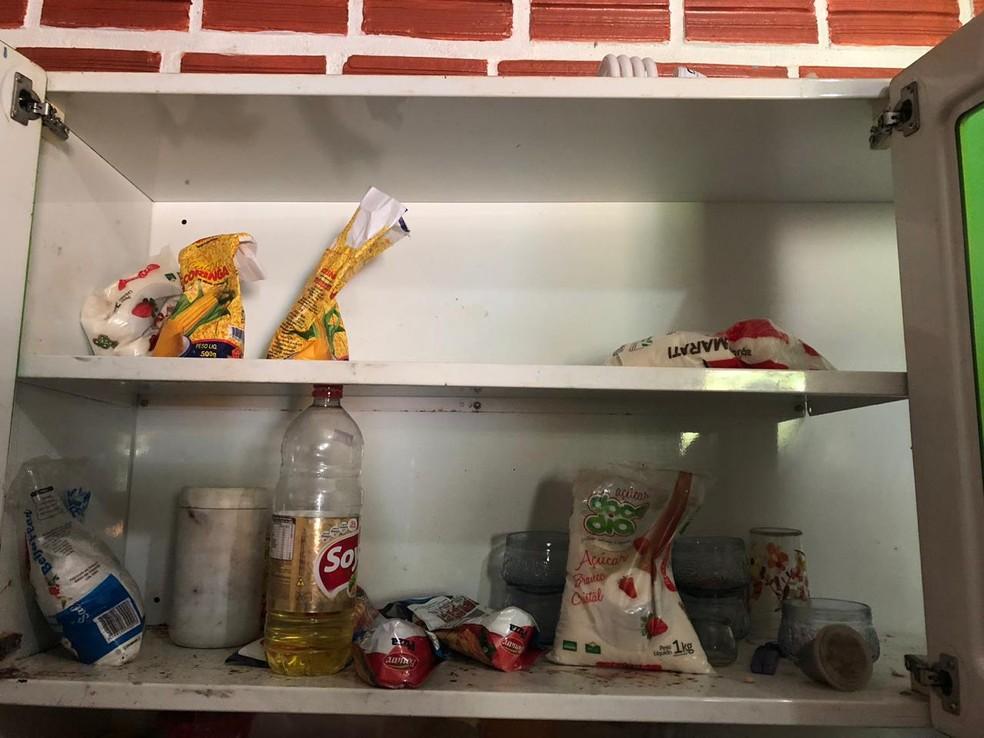 Empresário além de obrigar casal a comprar manitimntos em sua padaria ainda fornecia poucos itens às vítimas, informou o coordenador da operação — Foto: Ministério da Economia/Detrae/Divulgação
