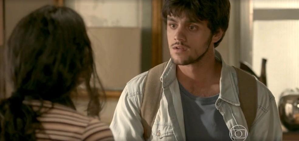 Jonatas decide contar tudo para Eliza — Foto: TV Globo