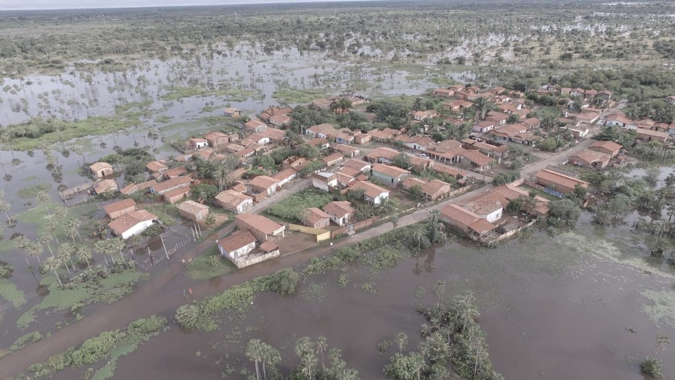 Bairro Califórnia em Campo Maior cercado pela enchente.  (Foto: Foto: Divulgação/ Jilvan Sousa )