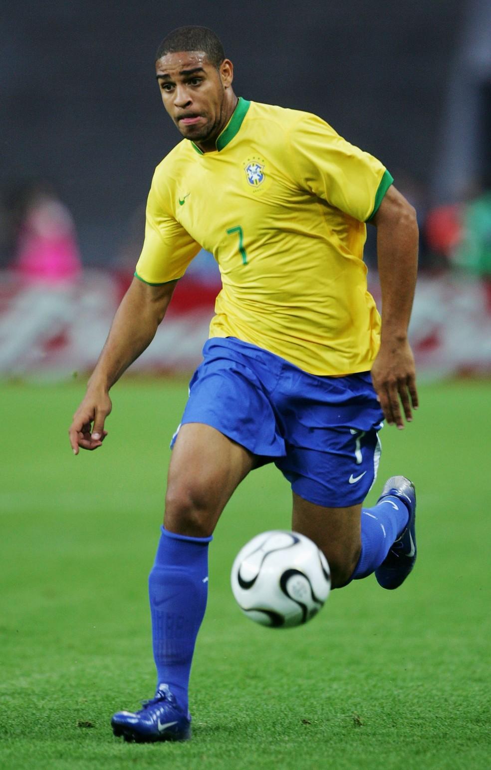 Adriano em partida da Seleção contra a Croácia (Foto  Alex Livesey Getty  Images d28eb77b954ba
