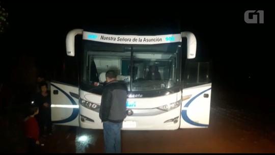 Homens armados roubam passageiros de ônibus que seguia para o Paraguai