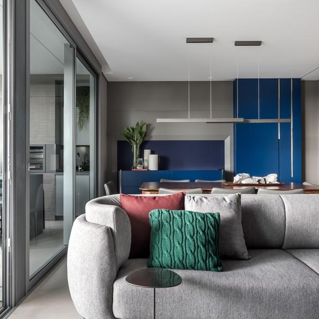 Cores, obras de arte e sofisticação em 205 m²  (Foto: Eduardo Macarios)