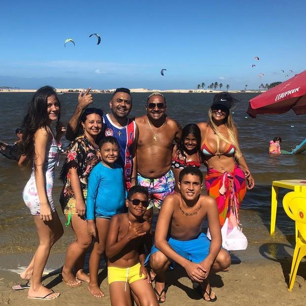 Tiririca e família (Foto: Reprodução/Instagram)