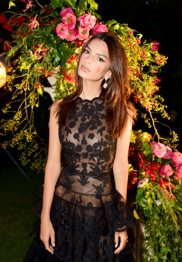 PORTO CERVO, ITALY - AUGUST 10:  Emily Ratajkowski attends the Unicef Summer Gala Presented by Luisaviaroma cocktail party at Villa Violina on August 10, 2018 in Porto Cervo, Italy.  (Photo by Anthony Ghnassia/Getty Images for UNICEF) (Foto: Getty Images for UNICEF)