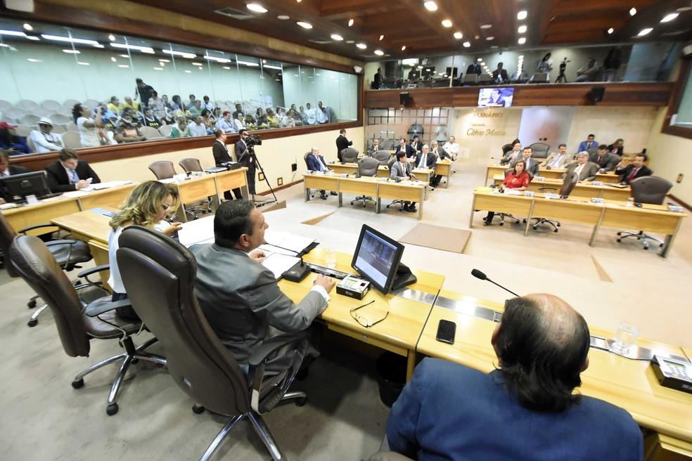 Resultado de imagem para deputados plenário rn