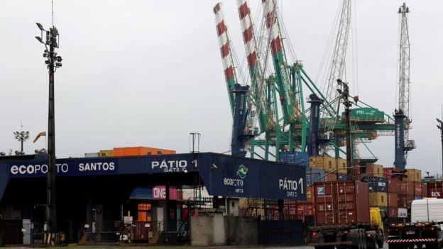 Brasil é considerado um país fechado em comércio internacional; na foto, o Porto de Santos (Foto: Getty Images)