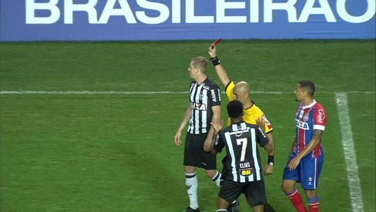Fábio Santos e Elias viram desfalque no Atlético-MG para o confronto com o Internacional