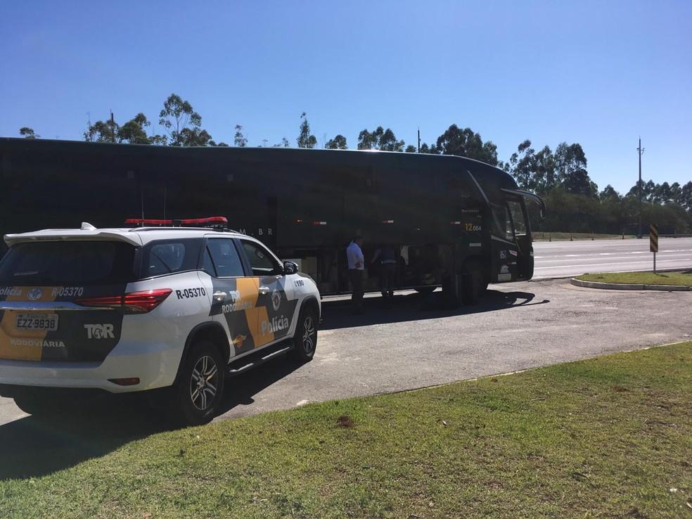 Droga foi encontrada em bagagem de passageira de ônibus, em Porangaba (SP) — Foto: SSP/Divulgação
