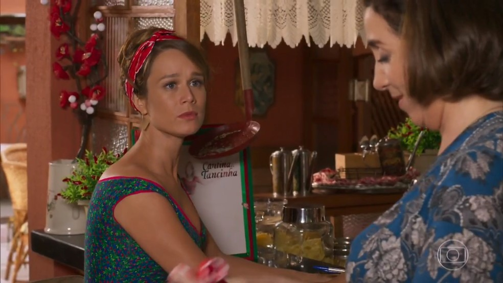 Tancinha (Mariana Ximenes) reconhece que está confusa sobre Apolo (Malvino Salvador) e Beto (João Baldasserini) - 'Haja Coração' — Foto: Globo