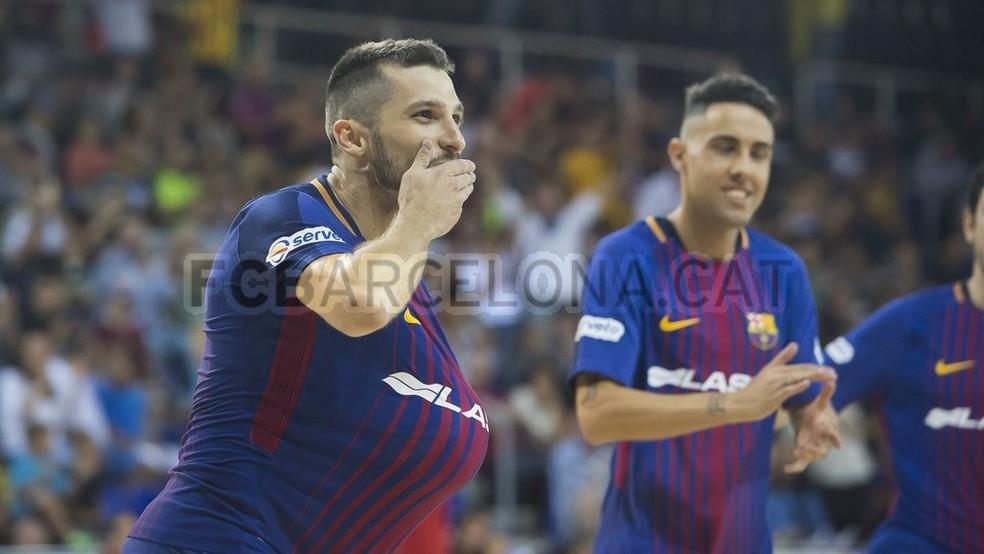 Dyego comemora gol pelo Barça; ala é um dos maiores nomes do futsal brasileiro na atualidade (Foto: Site oficial FC Barcelona)
