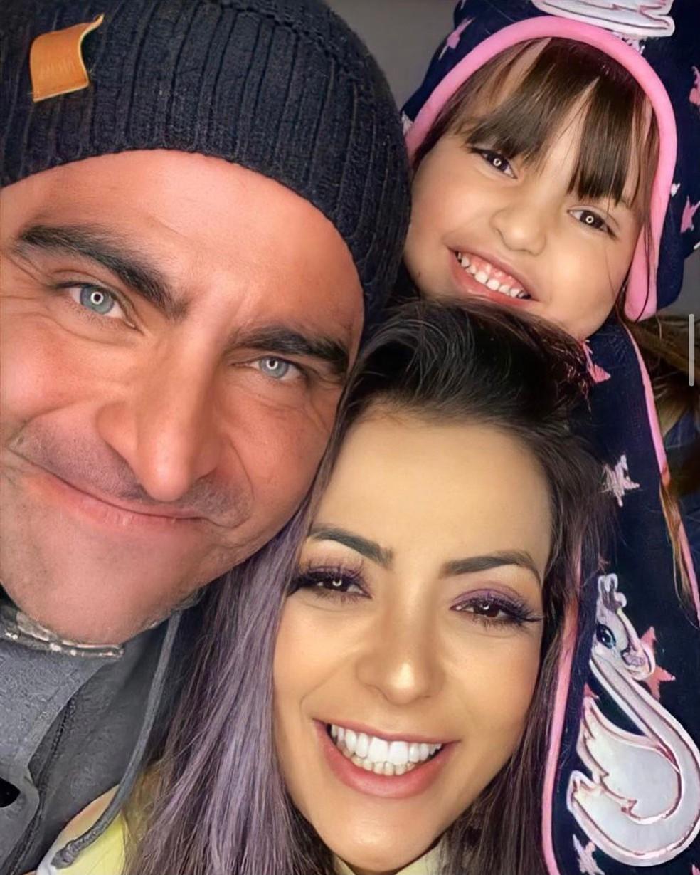 Ex-integrante do Rouge, Li Martins posa com o marido, João Paulo Mantovani, e a filha — Foto: Reprodução/Instagram