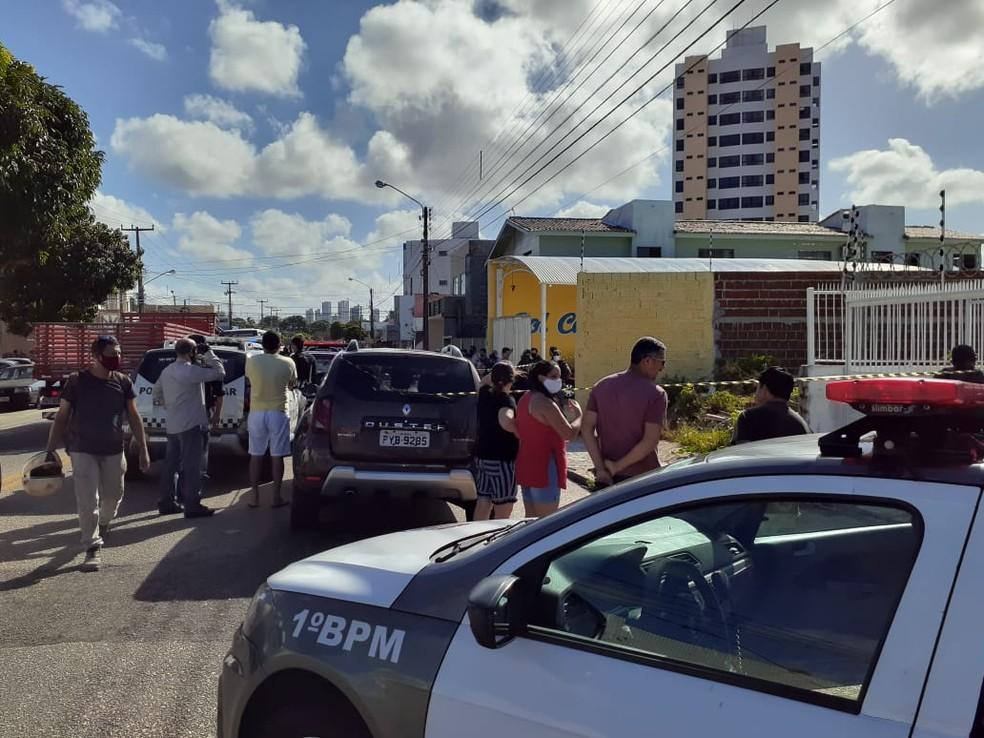 Após assaltar lava-jato, homem é rendido e morto a tiro com a própria arma em Natal — Foto: Juliane Barreto/Inter TV Cabugi