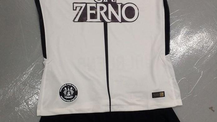 Corinthians acerta renovação com patrocinador e busca máster para 2018  311d9be862f88