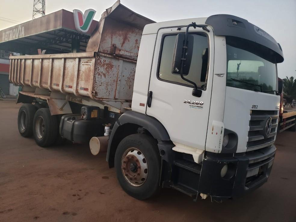 PRF prende motorista por adulterar caminhão na BR-135 em São Mateus — Foto: Divulgação/Polícia Rodoviária Federal