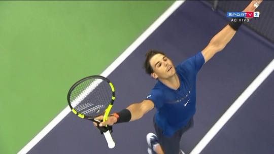 """Nadal e Federer vencem semis em Xangai e fazem o 3º """"Fedal"""" do ano em decisões"""