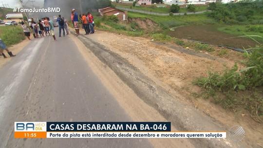 Sete meses após terra ceder em rodovia e interditar casas na Bahia, moradores pedem solução para o caso