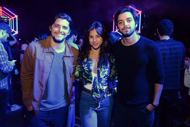 Bruno Gissoni, Yanna Lavigne e Rodrigo Simas (Foto: Léo Marinho/Divulgação)
