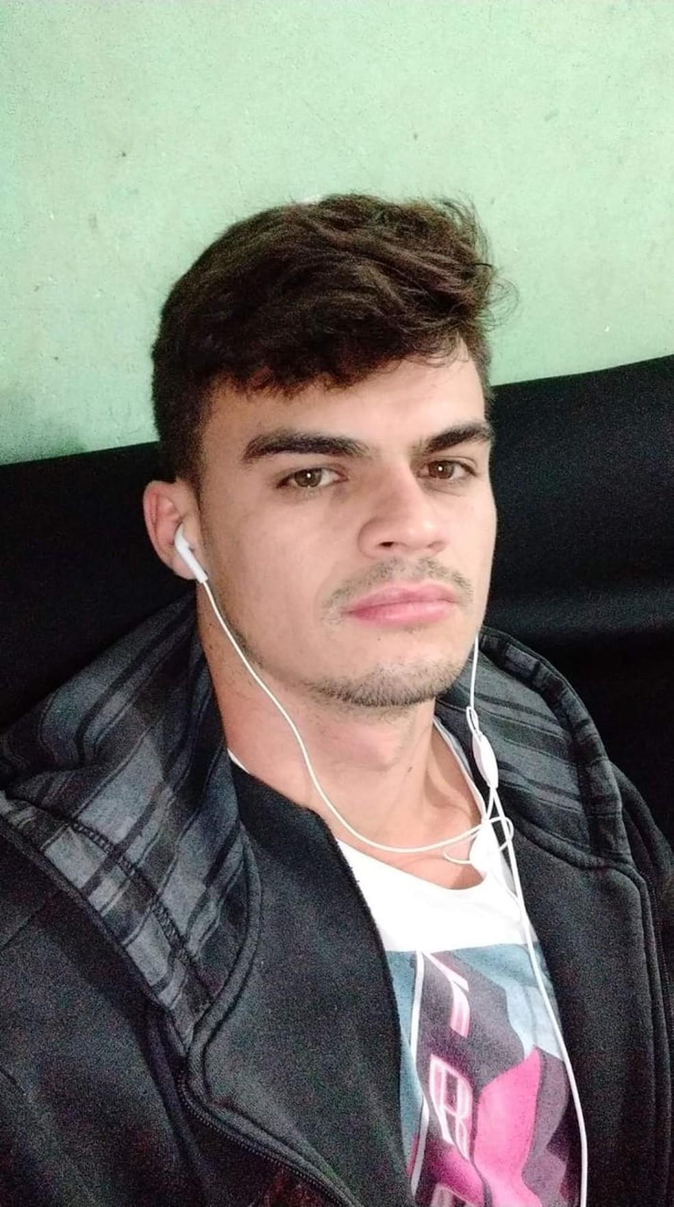 Felício Araújo Soares, 26 anos, foi atingido no peito e morreu — Foto: Reprodução