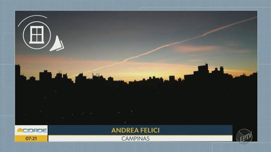 Rastro branco deixado por avião chama atenção na região de Campinas; FOTOS