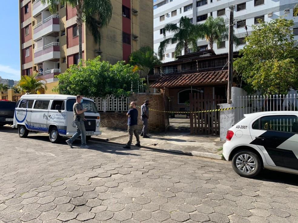Mulher e filhas foram mortas a facadas em Caraguatatuba — Foto: João Mota/TV Vanguarda