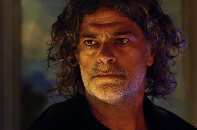 Eduardo Moscovis é León em 'O Sétimo Guardião' (Foto: TV Globo)