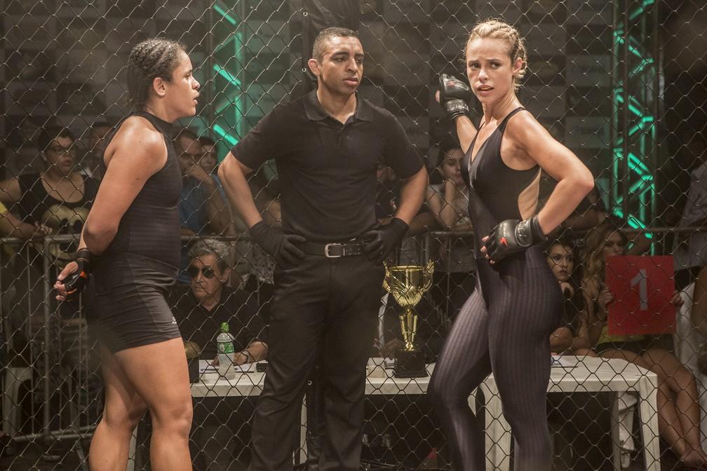Jeiza, personagem de Paolla Oliveira em 'A Força do Querer, luta MMA — Foto: Fábio Rocha/Gshow