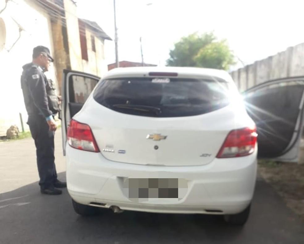 Veículo usado por criminosos foi interceptado pela polícia após ser identificado por câmeras de monitoramento do Spia. — Foto: Polícia Militar/ Divulgação