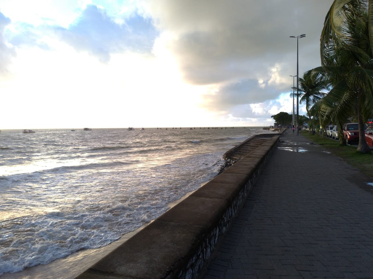 Litoral da PB tem seis trechos de praias impróprios; maré alcança 1,9m neste fim de semana