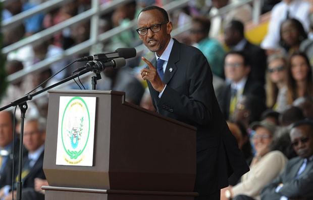 O presidente de Ruanda, Paul Kagame, discursa em evento que marca os 20 anos do genocídio no país (Foto: Sinon Maina/AFP)
