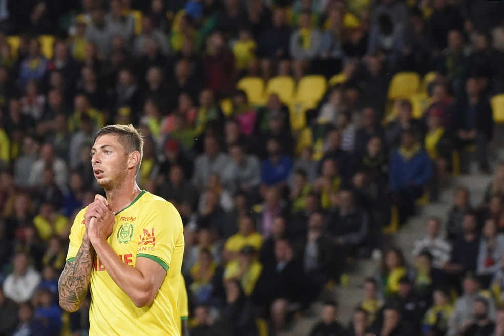 Emiliano Sala em ação pelo Nantes, clube que defendeu antes de acertar com o Cardiff — Foto: AFP