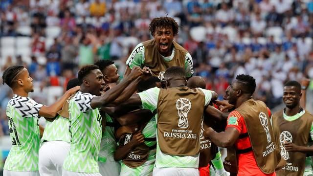 Nigéria vence a Islândia e entra na briga