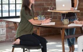 Empresa cria cadeira para quem gosta de sentar de jeitos 'estranhos'
