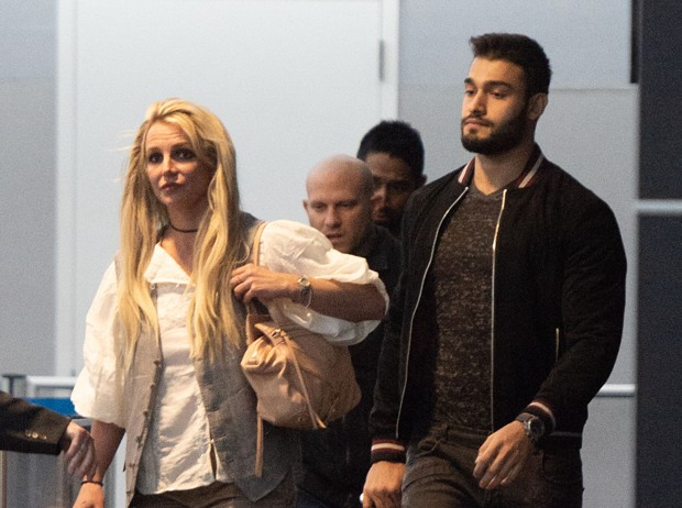 Britney Spears e o namorado, Sam Asghari (Foto: The Grosby Group)