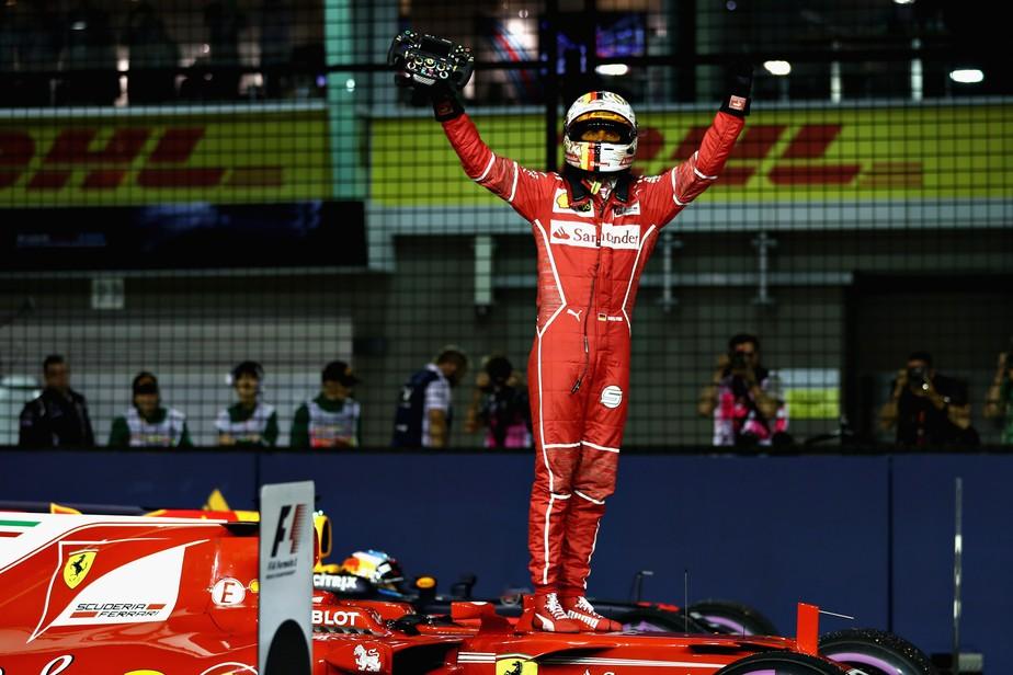 Vettel supera Verstappen no final e marca a 49ª pole da carreira em Cingapura