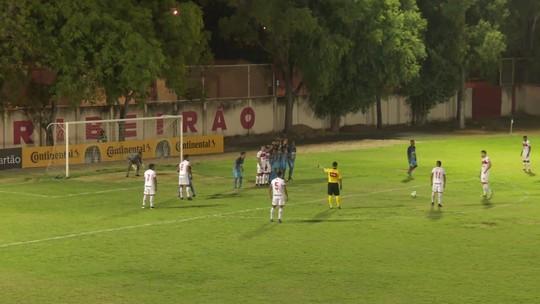 Belão teve meião rasgado em lance que gerou falta e gol do Vila Nova