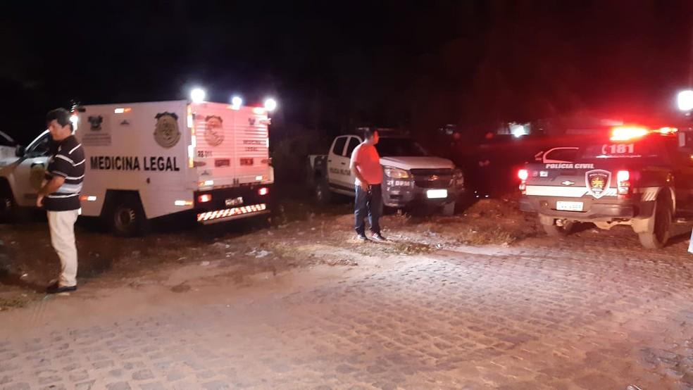Polícia Civil foi ao local para realizar perícia. Corpo da vítima foi levada ao Itep-RN — Foto: Sérgio Henrique Santos/Inter TV Cabugi