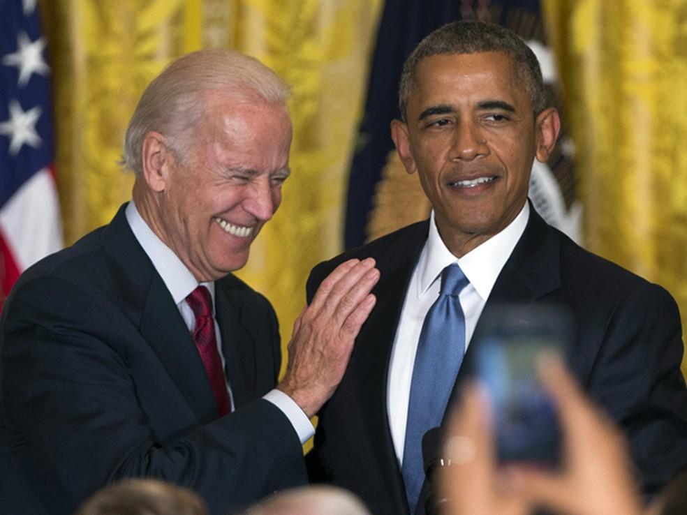 Barack Obama e o vice-presidente dos EUA, Joe Biden, em foto de 2015 — Foto: AP Photo/Evan Vucci
