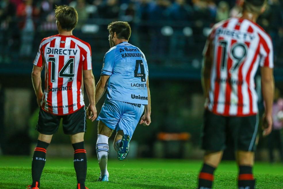 Kannemann contra o Estudiantes  (Foto: Lucas Uebel / Grêmio, DVG)