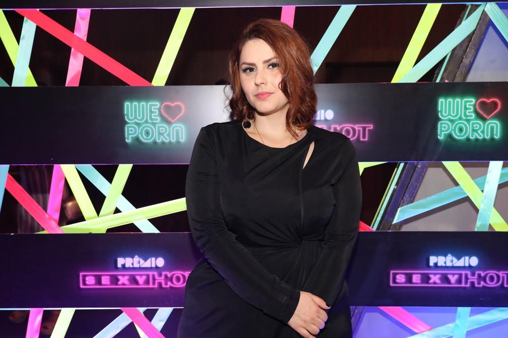 A diretora May Medeiros chega ao Prêmio Sexy Hot 2018 — Foto: Celso Tavares/G1