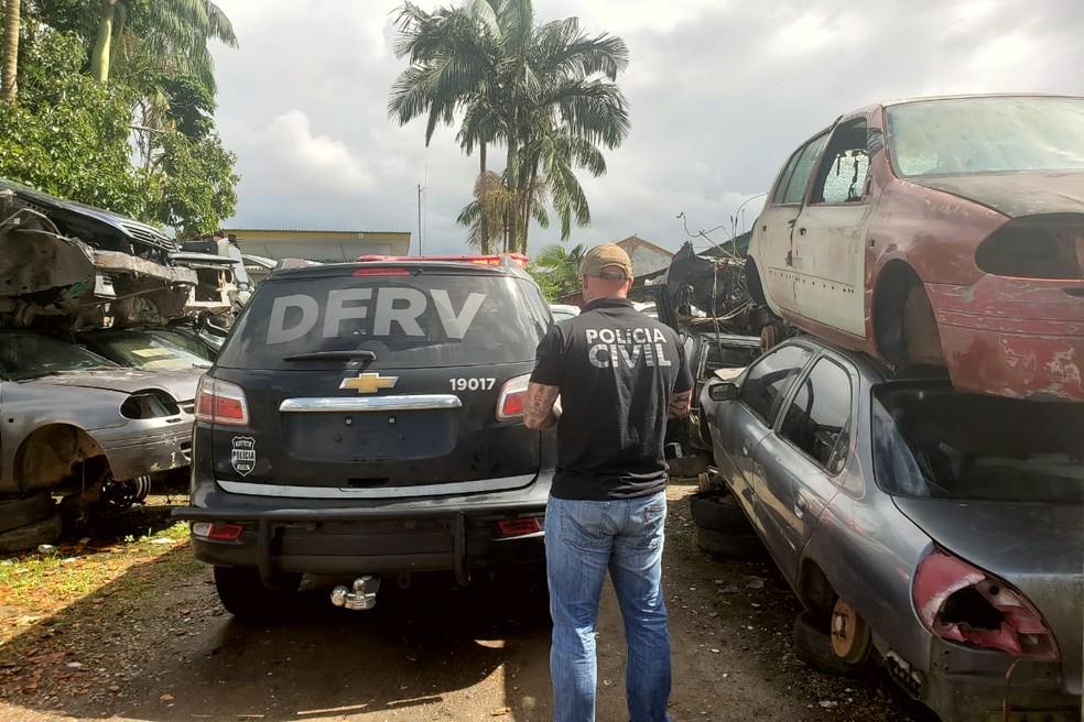 Grupo investigado negociava drogas por carro e motos produtos de furto ou de roubo, em Matinhos — Foto: Divulgação/Polícia Civil