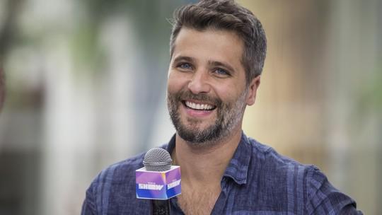 Bruno Gagliasso invade 'Vídeo Show' e brinca: 'Gabriel também usa calcinha'