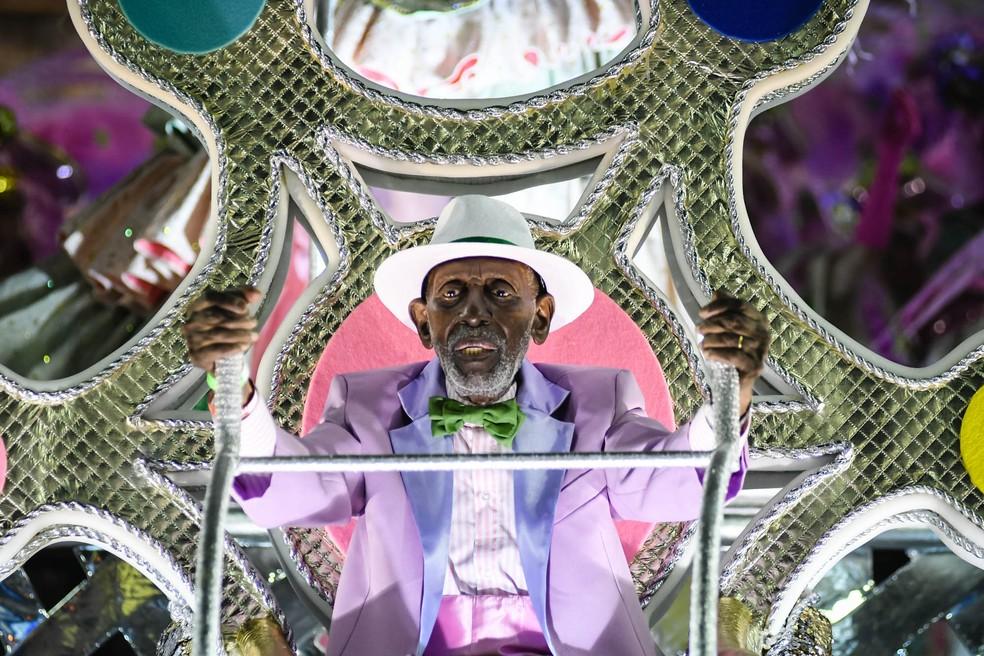 Nelson Sargento, lenda do samba, durante desfile da Mangueira (Foto: Alexandre Durão/G1)
