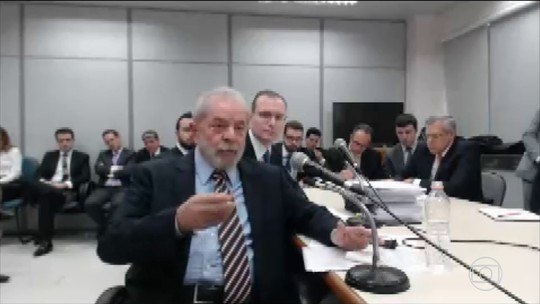 Lula presta depoimento a Moro e nega propina em forma de terreno