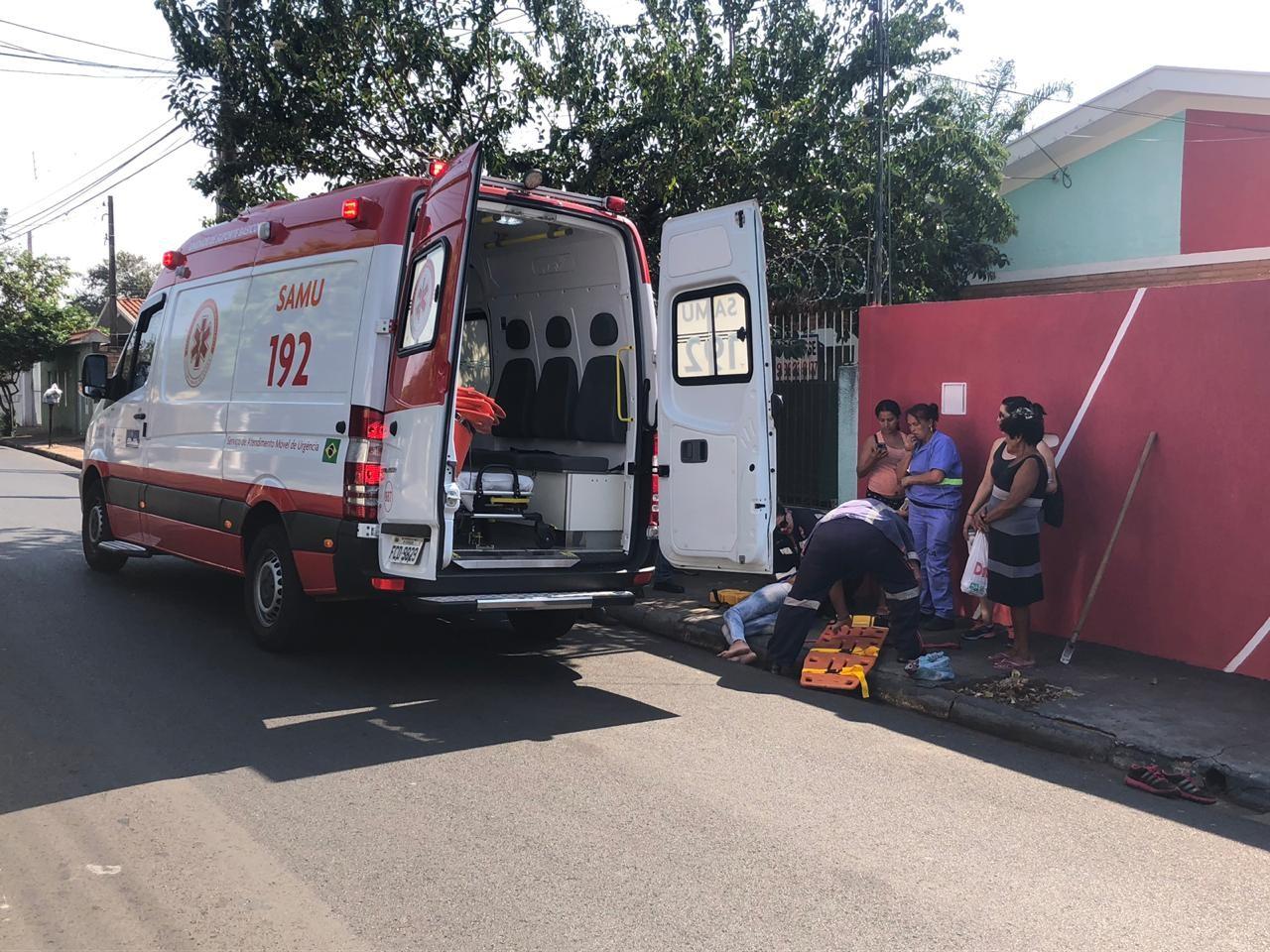 Carro desgovernado invade calçada, atropela gari e atinge duas casas em Araraquara - Notícias - Plantão Diário