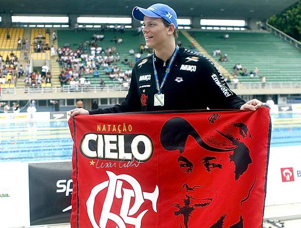 Internautas rubro-negros apoiam fim da equipe de natação do Flamengo