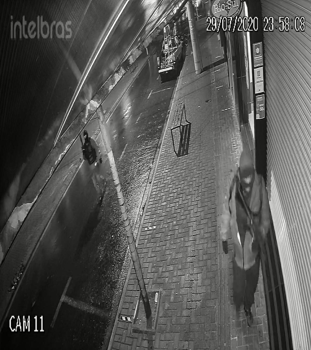 Terror em Botucatu: bandidos atacam agências bancárias e trocam tiros com a PM – G1