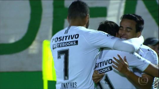 Corinthians derrota Chapecoense e se classifica para semi da Copa do Brasil