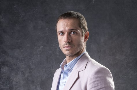 Dr. Aranha (Paulo Rocha) é um dos guardiães. Em casa, precisa lidar com o alcoolismo da mulher, Stella (Vanessa Giácomo) e as armações de mãe, a beata Mirtes (Elizabeth Savalla) (Foto: TV Globo)